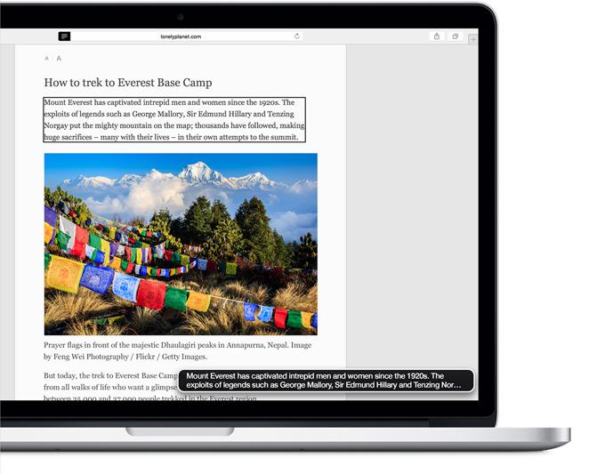 MacBook Pro mostrando uma página sobre a vida próximo ao Polo Norte e a legenda sendo lida em voz alta 'Aproximar-se do arquipélago norueguês de Svalbard é como cruzar uma fronteira nunca vista da mente...'