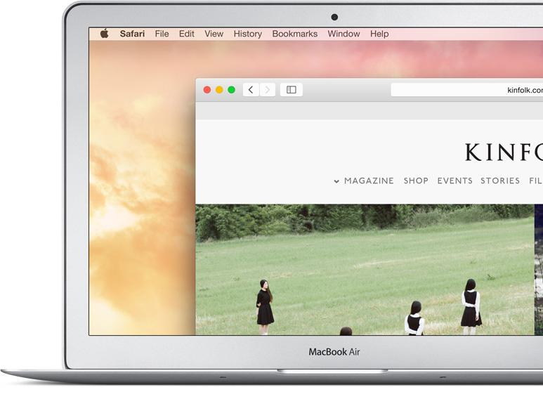 MacBook Air mostrando a barra de navegação na web ampliada.