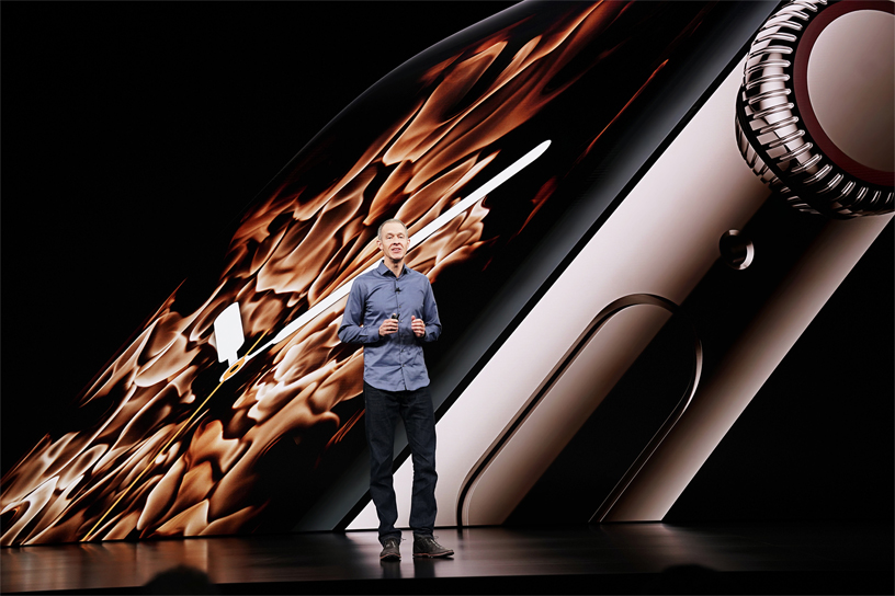 Jeff Williams on stage presenting the new Apple Watch Series 4.