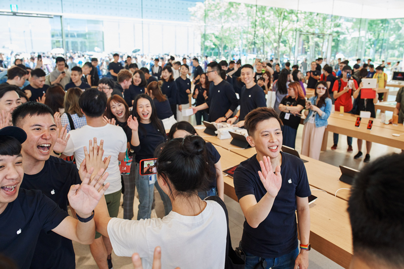 Apple Xinyi A13 team members and customers inside the store.