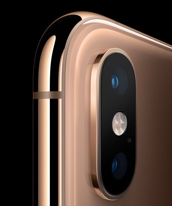 The dual camera system on the upper corner of an iPhone Xs.